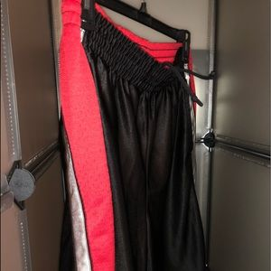 FOOT LOCKER BASKETBALL SHORTS L